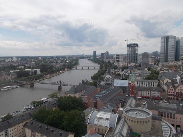 Vue de Francfort, ville, canal urbain, paysage, horizon