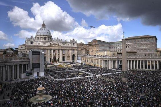 A foto mostra o Vaticano e a Basílica de São Pedro, na espera da fumaça branca da eleição do novo pontífice.