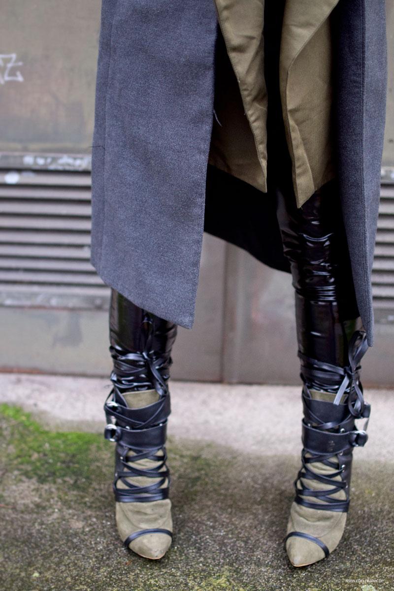 Lackleder Leggings und Stiefel zum Schnüren
