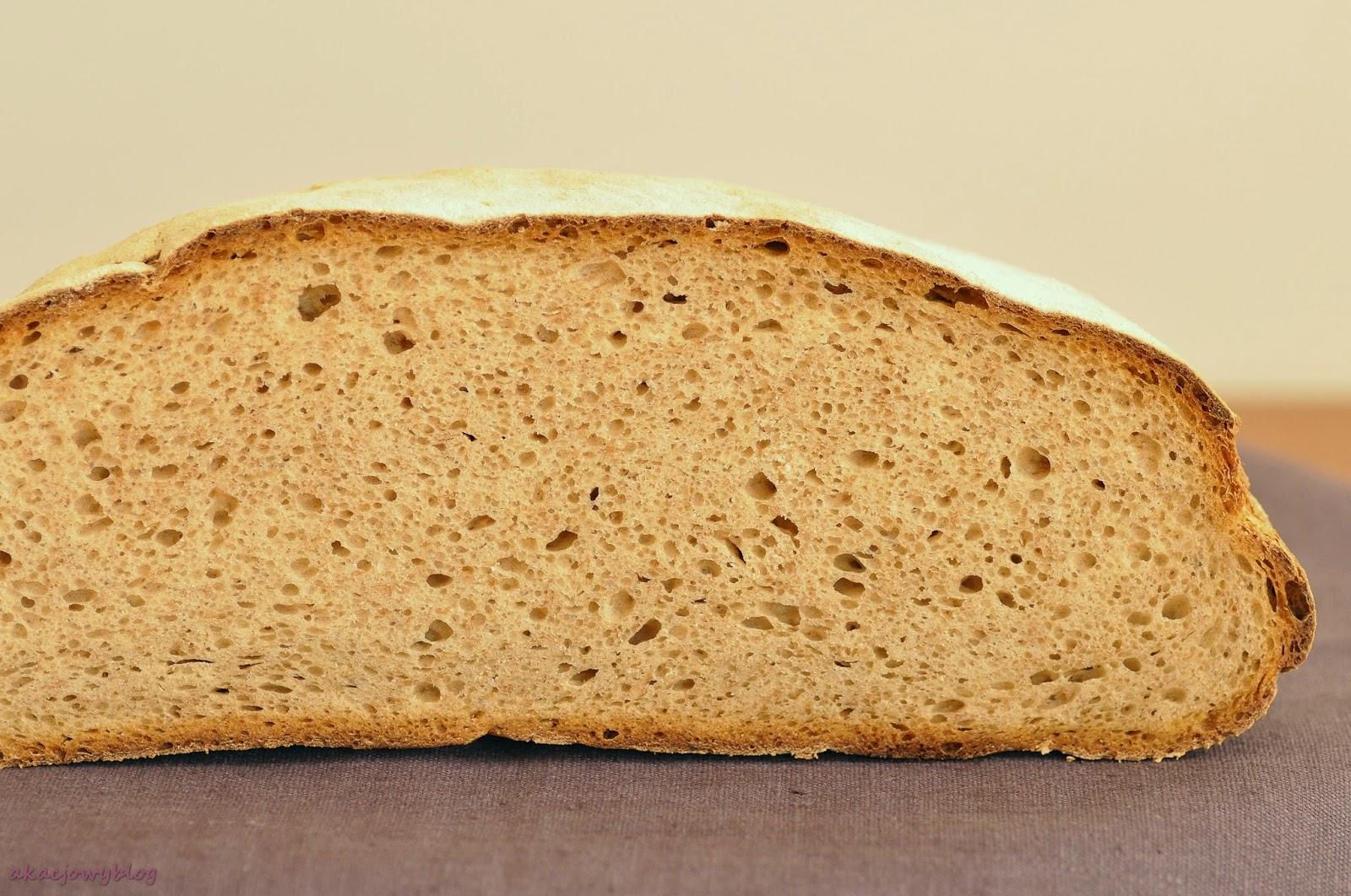 Chleb pszenno - żytni z prażoną mąką na zakwasie.