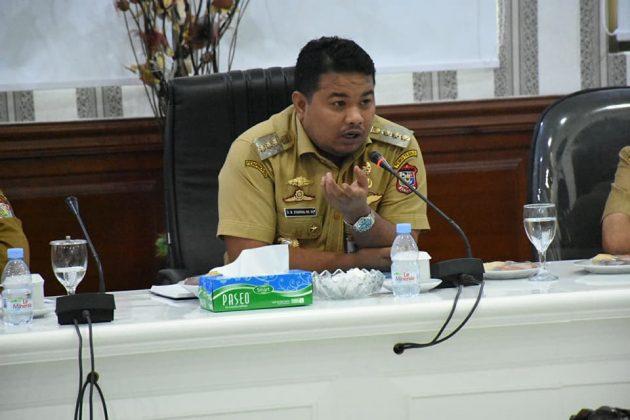 Walikota Tanjungbalai M Syahrial saat memimpin rapat rapat evaluasi dengan OPD terkait di aula II kantor walikota.