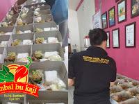 Pesanan 130 Paket Nasi Box Diraih Sambal Bu Kaji
