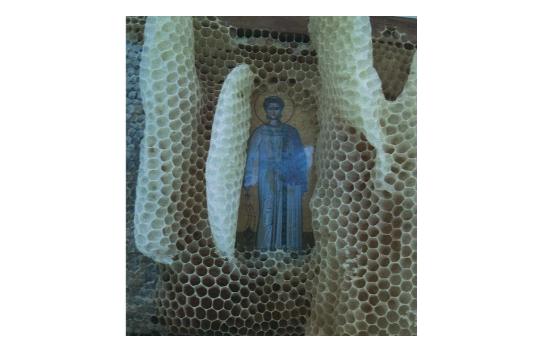 Οι μέλισσες σέβονται τις Άγιες εικόνες... Όχι δεν είναι έτσι