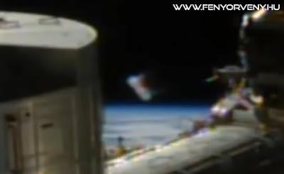 Újabb UFO bukkant fent az ISS űrállomás mellett