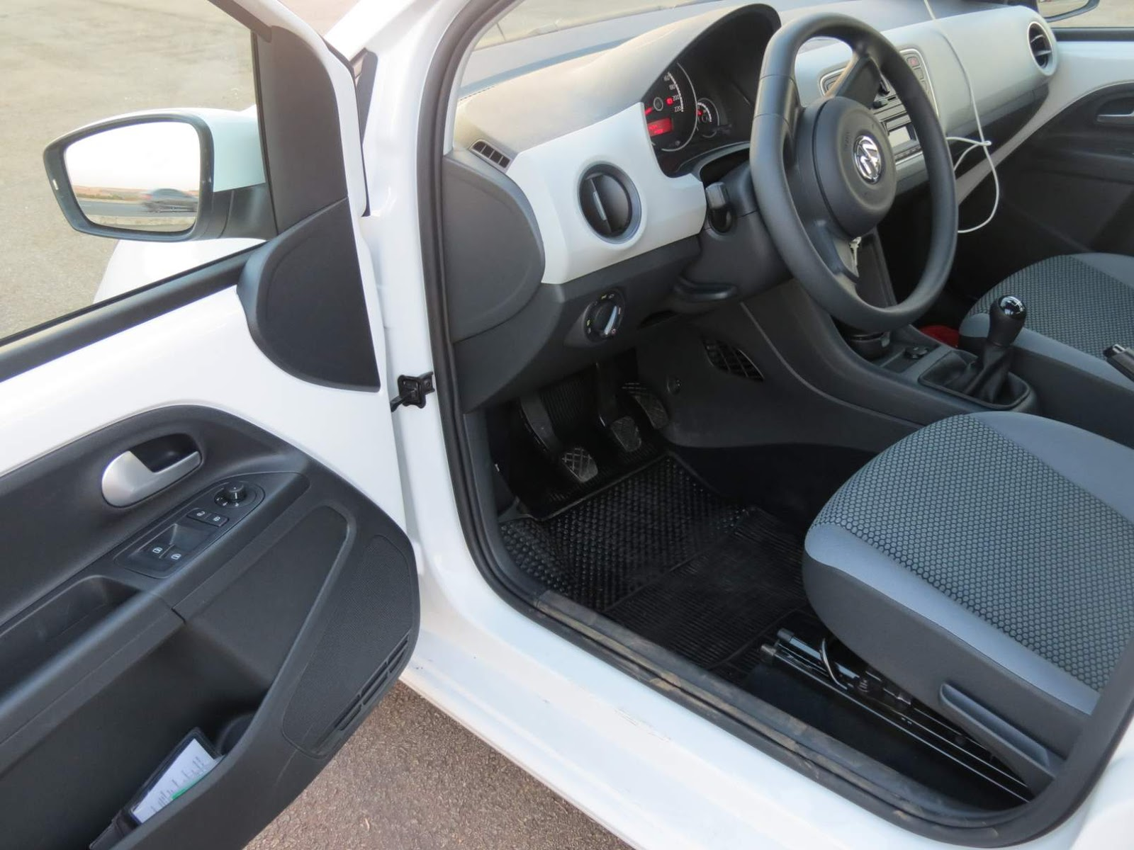 Volkswagen Up! TSi - interior