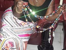 LE THIOURAYE UNE ARME DE SÉDUCTION DES FEMMES SÉNÉGALAISES : Beauté, astuce, femme, maquillage, noire, coiffure, cheveux, Habillement, charme, tissage, LEUKSENEGAL, Dakar, Sénégal, Afrique