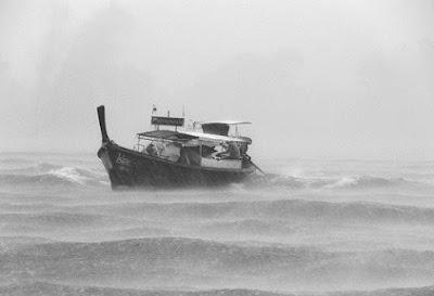 Hilang Ditengah Badai Lautan