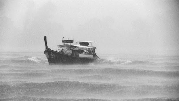 Kapal yang hilang ditengah lautan