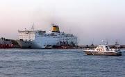 Φορτηγά απομακρύνονται από το πλοίο «Ελευθέριος Βενιζέλος» - Συνεχίζεται το έργο της κατάσβεσης