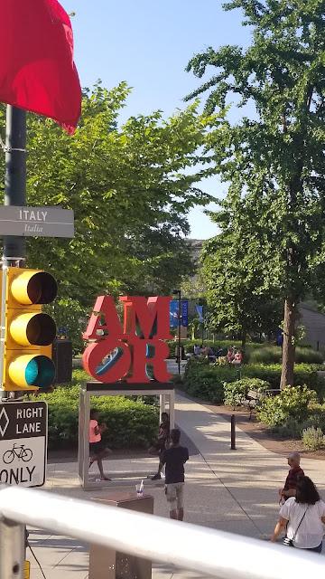 Philadelphia, PA Love sign