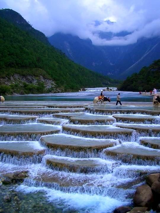 Drag-Along Right - Blue Moon Valley, China