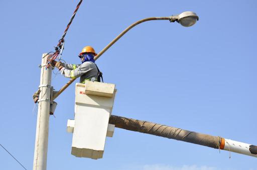 Coelba realizará desligamento programado para melhoria da rede elétrica em alguns pontos de Macajuba; veja quais