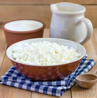 https://1.bp.blogspot.com/-GCBfTXV26mQ/WLHnxMNnP8I/AAAAAAAAA48/oAID79feRpEapc67_63lvAkKmHPCPKLwQCLcB/s1600/bowl-of-cottage-cheese-and-yogurt-near-pitcher.jpg