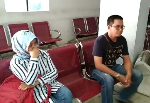 Bidan SRS dan pria selingkuhannya  sedang berada di kantor polisi.