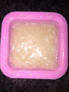 Pâte du pain de toilette aux protéines de riz dans moule