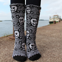 http://laukkumatka.blogspot.fi/2016/09/piraattisukat-pirate-socks.html