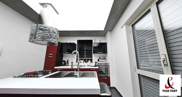 Mẫu trần nhà bếp xuyên sáng màu trắng 2