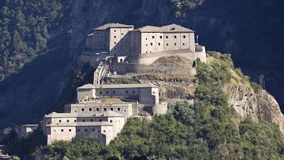 Il Forte di Bard uno dei piu' bei luoghi da visitare in Vacanza nella Valle D'Aosta.