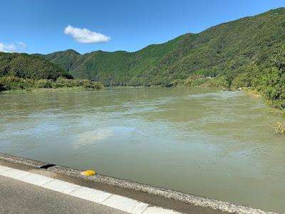 佐田沈下橋の上流側