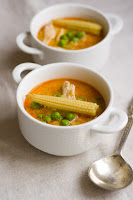 (Zupa z kurczakiem i czerwoną pastą curry