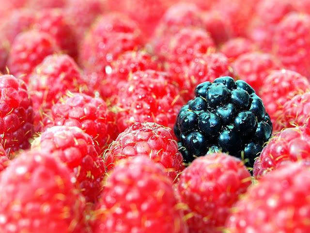 Strawberry Fruit Wallpaper