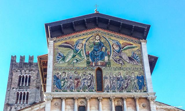 Mosaico bizantino na fachada da Basílica de San Frediano, Lucca, Toscana, Itália