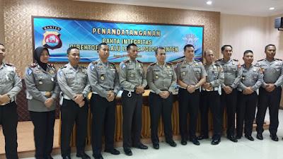 Penandatanganan Pakta Integritas Petugas SIM Ditlantas Polda Banten dan Polres Jajaran
