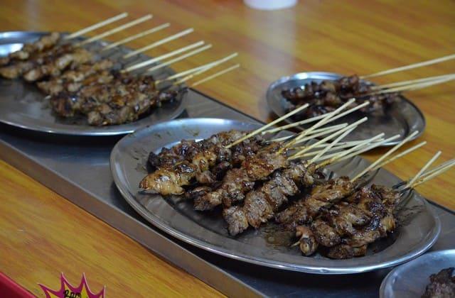 Warung Sate Gebug lezat juga kok, meski namanya gebug yang dalam bahasa jawa artinya pukul, kamu tak perlu khawatir dipukul saat makan disini