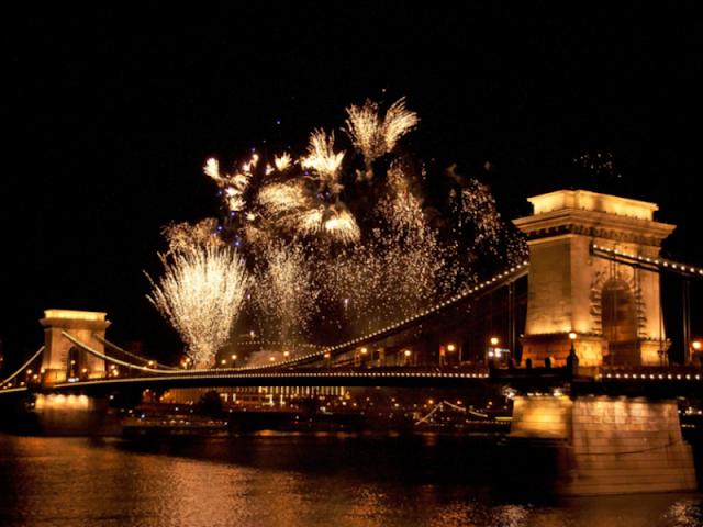 Karácsony: a főváros ellenzi, hogy a Lánchíd közelében tűzijáték legyen augusztus 20-án