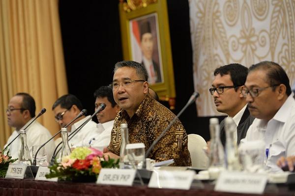 Mendes PDTT Eko Sandjojo memberikan arahan pada rapat kerja Kemendes PDTT di Jakarta, Senin (22/8/2016). Rapat kerja ini membahas pelaksanaan kegiatan tahun 2016 dan program unggulan tahun 2017.