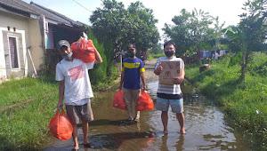 Luar biasa bantuan sembako yang di Gagas oleh anggota TNI KOREM 052 bersinergi dengan DPW AWDI Provinsi Banten