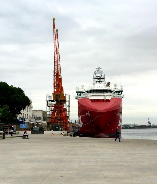 navio na Praça Mauá RJ