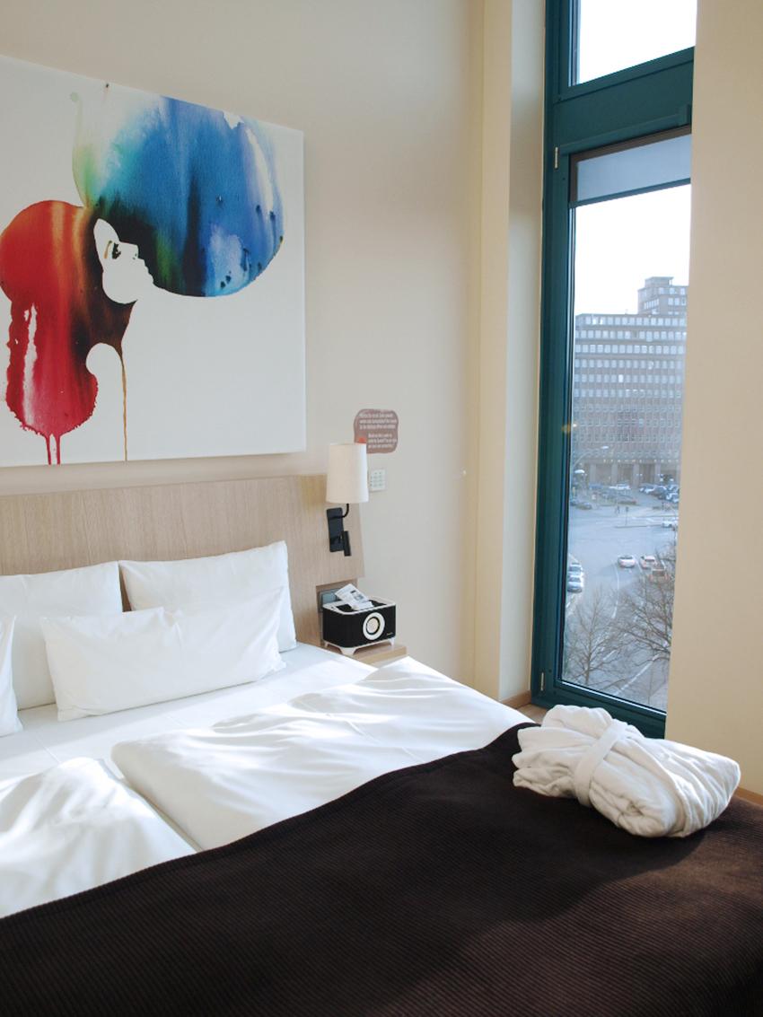 Scandic-Hamburg-Emporio-Bed.JPG
