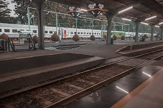 Perjalanan Pulang dan Pergi dengan Kereta: Sebuah Cerita Sambat