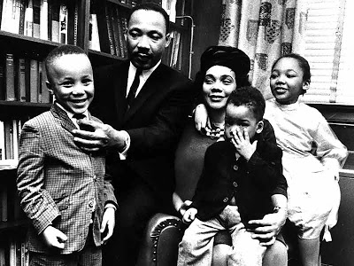 Foto de Martin Luther King con esposa e hijos