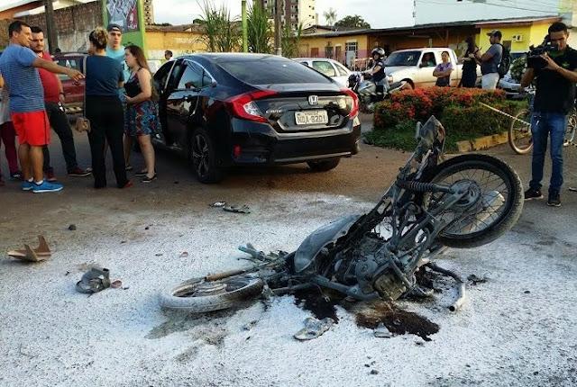 Motociclista colide na porta de veículo Honda Civic e moto explode em Porto Velho