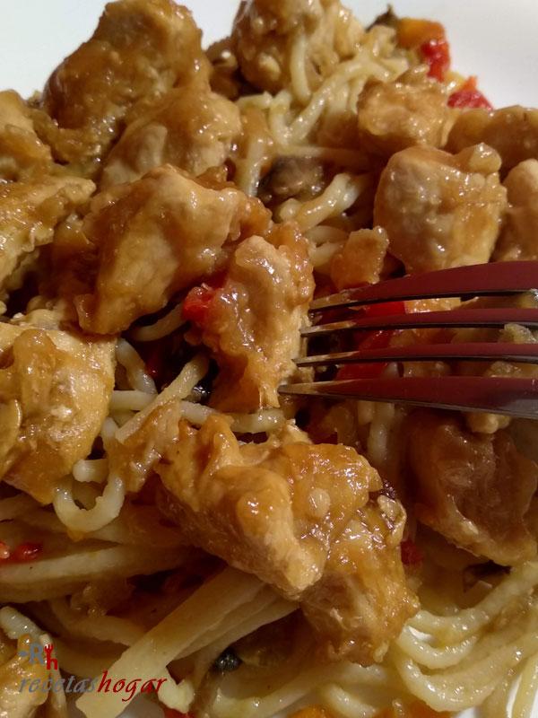 Deliciosos Espaguetis con verduras, champiñones y pollo