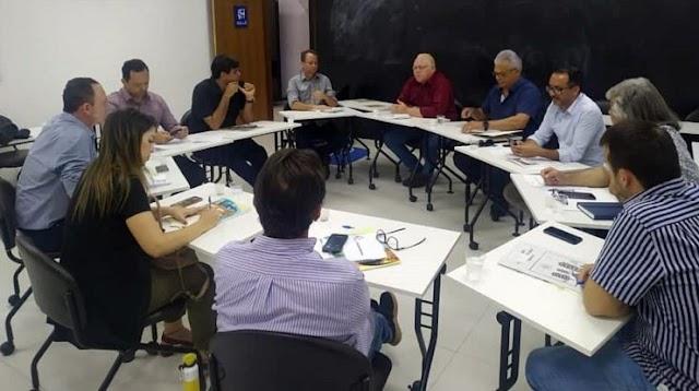 Prefeitos e vereadores do Cariri se reúnem para tratar sobre a PEC que propõe extinção dos municípios