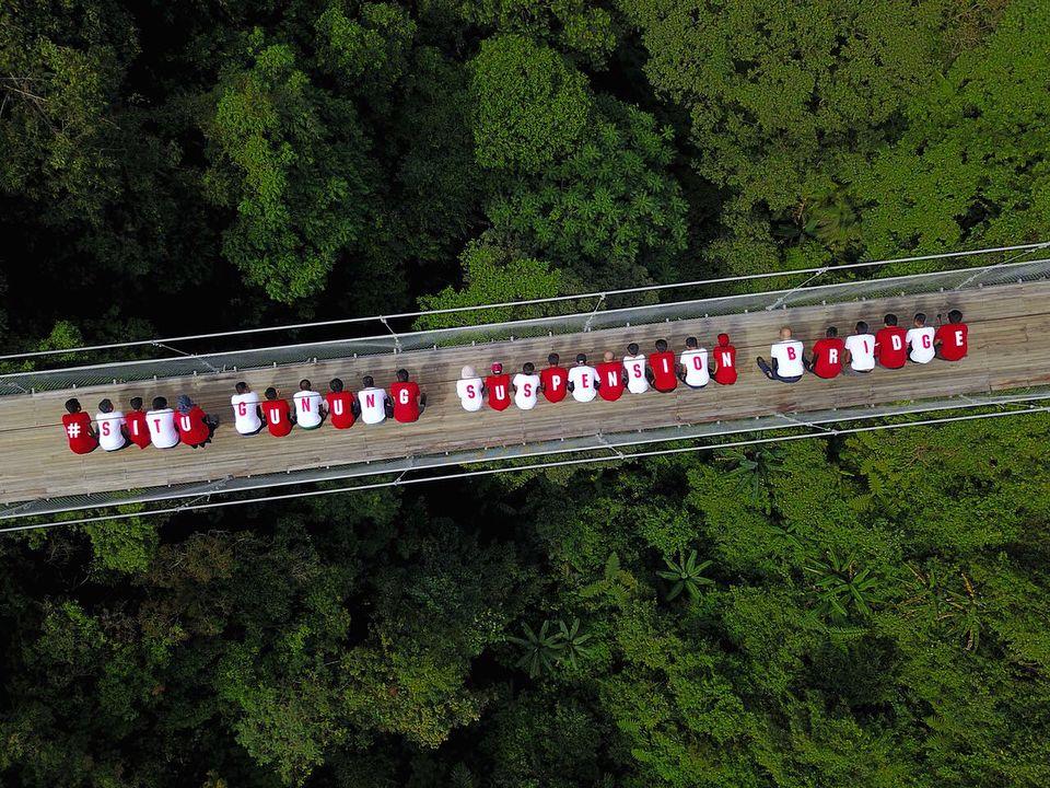 Situ Gunung Suspension Bridge, Megah & Penuh Spot Instagramable