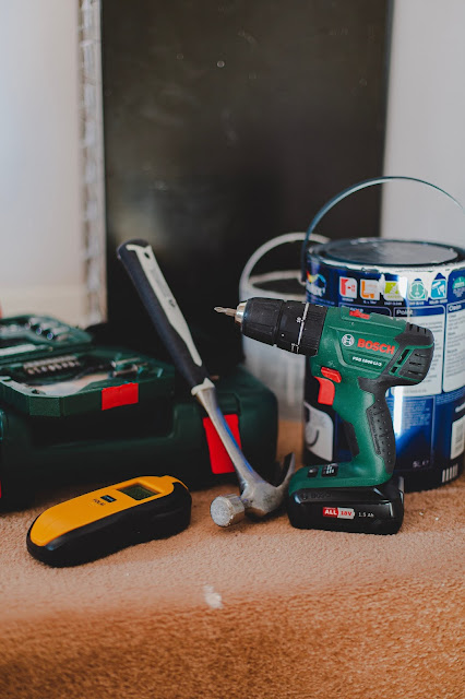 tools and paint:Photo by Sam Clarke on Unsplash