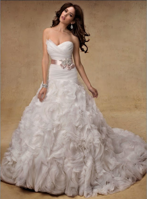 gaun pengantin putih elegan