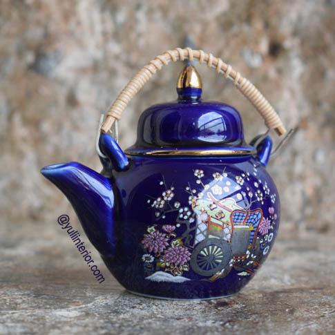 Asian Ceramic Decorative Teapot in Port Harcourt, Nigeria