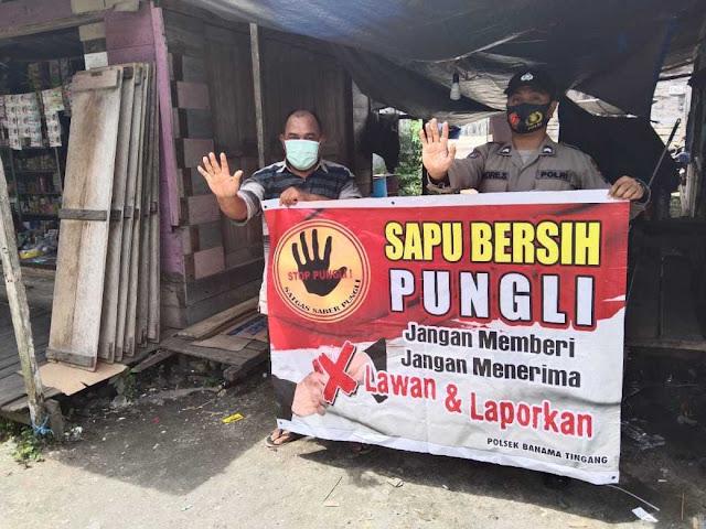 Personel Polsek Banama Tingang Kembali Gencarkan Sosialisasi Sapu Bersih Pungutan Liar Kepada Masyarakat