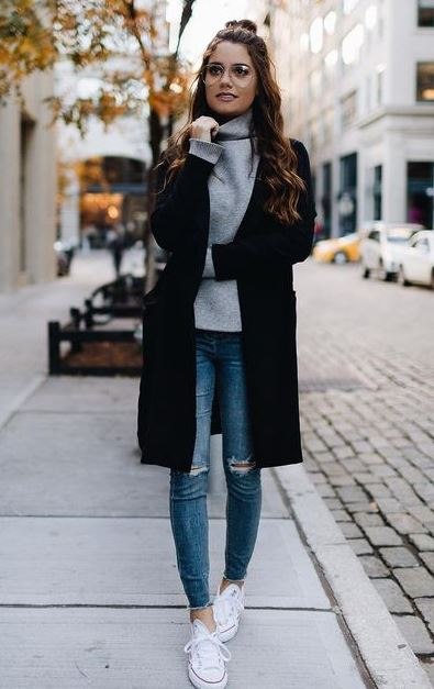 trendy winter outfit idea with skinny jeans : converse + black coat + sweater