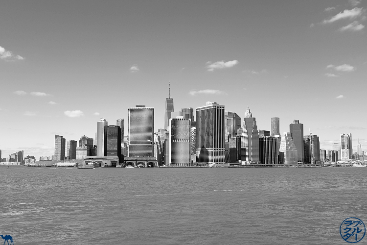 Le Chameau Bleu - Blog Voyage New York City Skyline de New York depuis la Navette revenant de Red Hook - USA