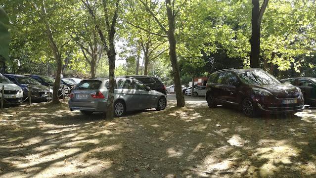 Parque de Estacionamento da Albufeira de Queimadela - Parque Grátis e á Sombra
