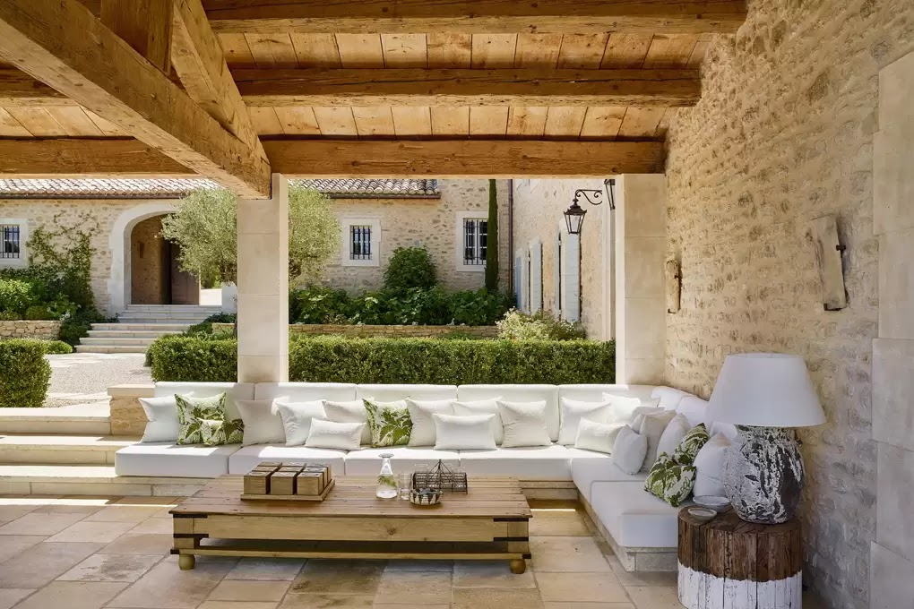 A country- chic house set in the lavender fields of the Luberon