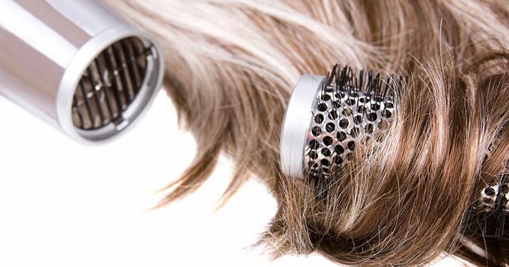Come asciugare i capelli con il phon senza rovinarli