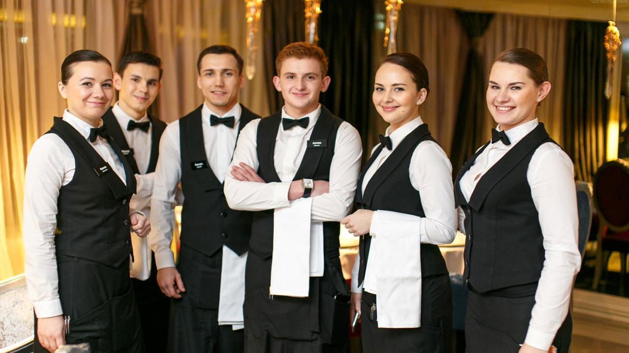 Những vấn đề cần lưu ý khi thiết kế may đồng phục nhân viên nhà hàng khách sạn