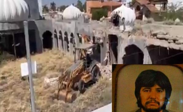 """VIDEO.- Tras mas de 30 años de estar abandonada así derriban casa """"Las mil y una Noches"""" de Amado Carrillo en Hermosillo, Sonora"""